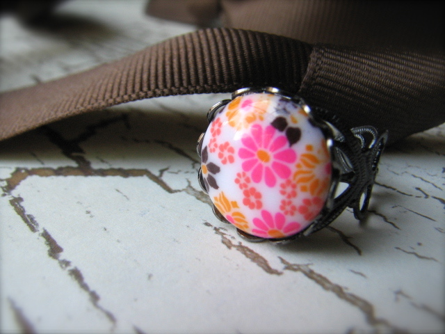Vintage Daisy Cabochon & Gunmetal Adjustable Ring - Daisy Chain